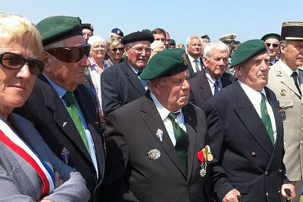 Des vétérans du commando Kieffer, à Ouistreham, le 6 juin 2013. De gauche à droite : Jean Morel, René Rossey et Léon Gautier