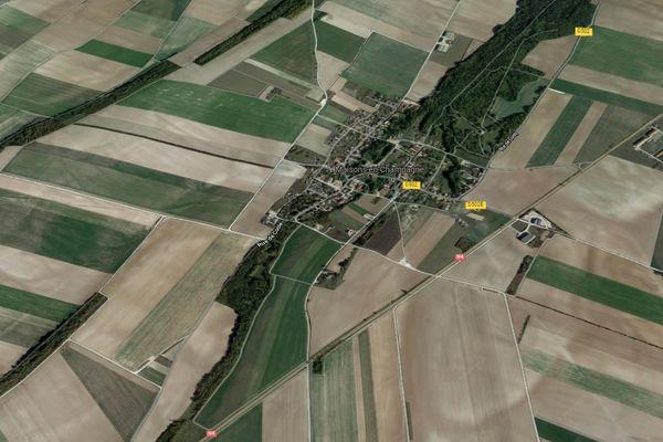 La route N4 passe à côté du village de Maisons-en-Champagne.