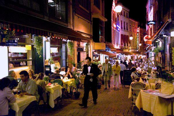Alors que les bars fermeront à 22 heures, les restaurants pourront ouvrir jusqu'à 00h30.