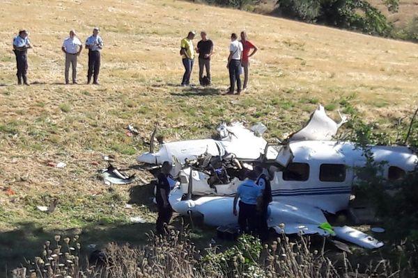 L'avion disloqué après le crash du 21 Août 2018
