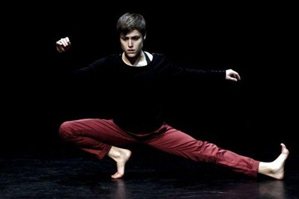 Spectacle de danse contemporaine P = mg par la Compagnie BurnOut