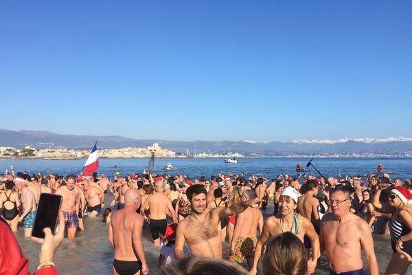 Depuis 20 ans, le traditionnel bain du Nouvel An rassemblait chaque année de plus en plus de participants.