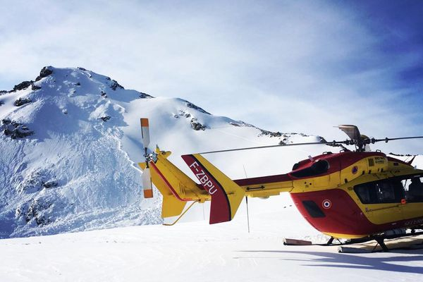 Les CRS de montagne sont intervenus rapidement pour secourir l'homme enseveli sous 1m50 de neige - 31 décembre 2020