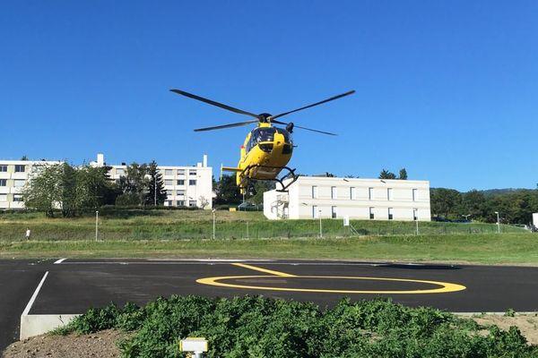 Ce ne sera pas un, ni deux, mais trois hélicoptères qui survoleront les départements auvergnats cet été. Le Dragon 63, l'Héli-SMUR et un autre hélicoptère de secours loué par la région. Le président Les Républicains du Conseil régional d'Auvergne-Rhône-Alpes, Laurent Wauquiez, avait pris cette décision alors que le dragon 63 devait encore partir à Mende, dans le département de la Lozère.