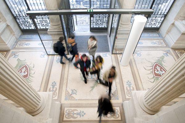 Hall d'entrée de Sciences Po Lille. Photo d'illustration.