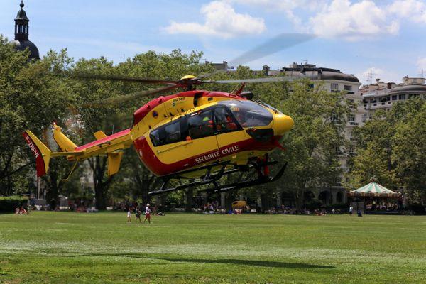 Un hélicoptère Dragon 74 a été dépêché.