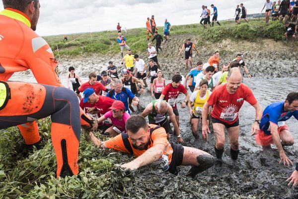 Passage obligatoire dans la boue, la Transbaie fait toujours autant galérer ses coureurs depuis 30 ans - Mai 2018