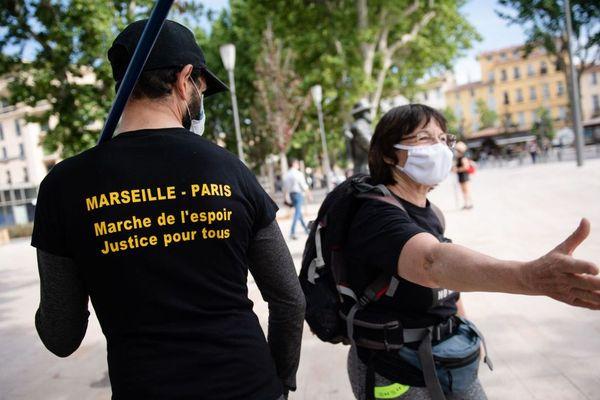 La marche des gilets jaunes est partie d'Aix-en-Provence, direction Paris.