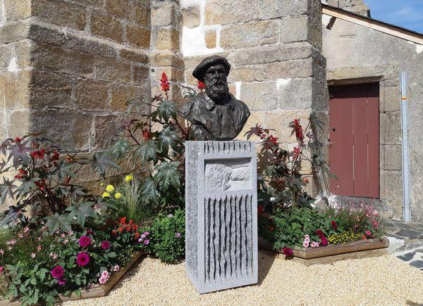 Sculpture de Danielle Bertholdt. Piédestal de Didier Fauguet.