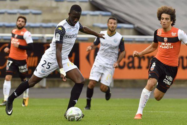 Le FC Tours, ici en Ligue 2 face à Lorient, se déplacera à Limoges pour le 8 ème tour de la Coupe de France.