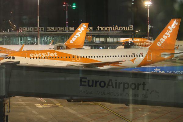 Le fret et les compagnies low cost représentent une grande partie du trafic nocturne sur l'aéroport de Bâle-Mulhouse, générant des nuisances sonores dont se plaignent les riverains.