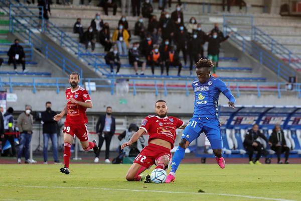 Pas de ligue 2 l'an prochain pour Villefranche, battue 2 à 0 par Niort en match retour de barrage samedi 22 mai