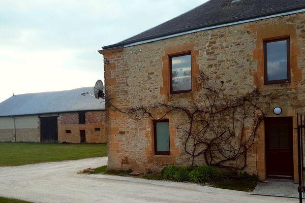 C'est dans cette ancienne ferme que l'équipe des éditions Passerage gère la Hulotte