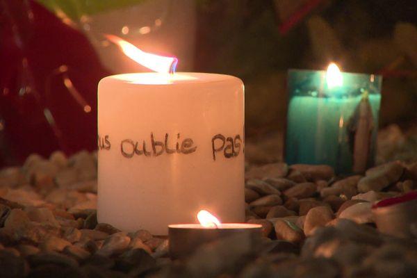 Jeudi 5 août 2021, les familles et proches se sont recueillis autour de la stèle en hommage aux victimes du Cuba Libre.