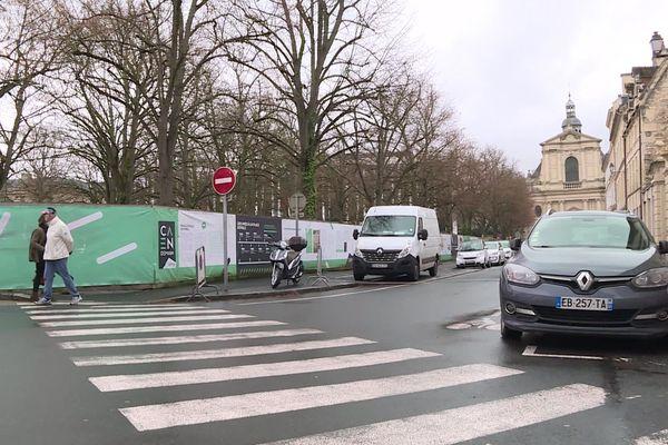 """Le maire de Caen souhaite implanter une halle """"gourmande"""" et d'autres commerces sur cet ancien parking situé en plein centre-ville."""