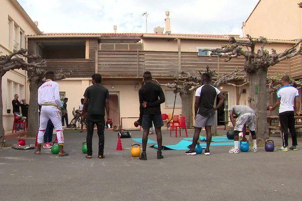Palavas (Hérault) - la cour du centre temporaire de confinement pour mineurs isolés - avril 2020.