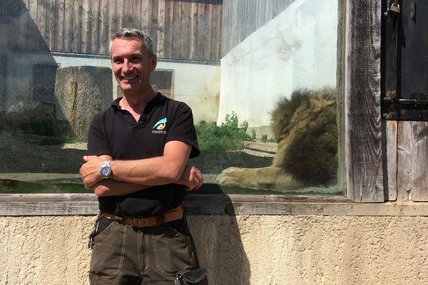 Jean-Christophe Gérard, le vétérinaire du parc zoologique de Saint-Martin-la-Plaine et de l'association Tonga Terre d'accueil - juillet 2021