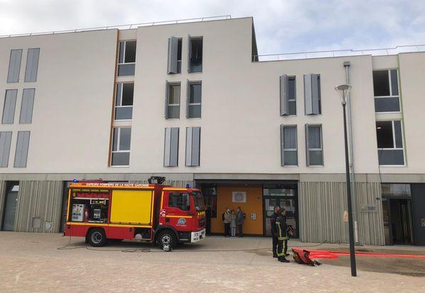 L'intervention des pompiers et de la police a permis d'évacuer toutes les personnes qui étaient dans l'immeuble ce vendredi 12 mars vers 9h30