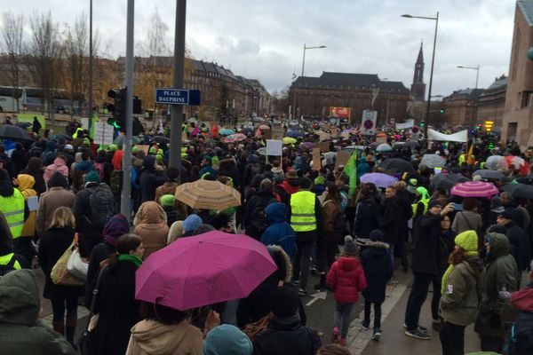 """La """"marche pour le climat"""", le samedi 8 décembre à Strasbourg, à laquelle se sont mêlés des gilets jaunes."""