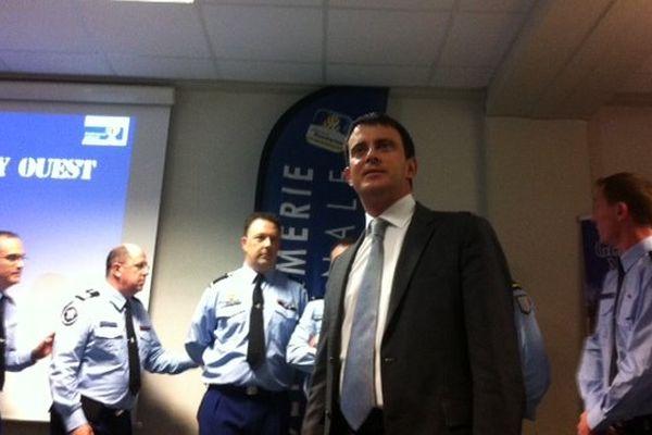 Manuel Valls salue le travail des gendarmes de Rennes, en terme de lutte contre les cambriolages