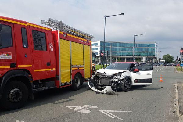 Le véhicule avec lequel l'ambulance est entré en collision boulevard Godard à Bordeaux