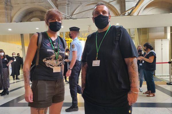 Edith Seurat et Bruno Poncet, tous deux survivants du Bataclan et parties civiles, jeudi 9 septembre dans la salle des pas perdus.