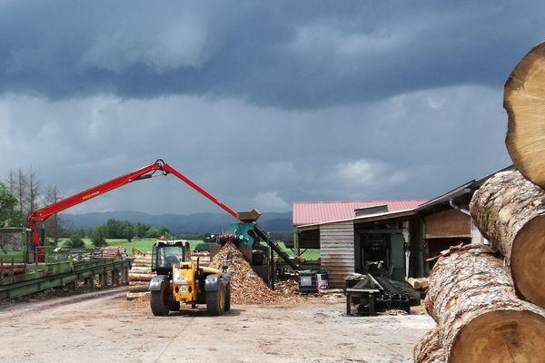 Une scierie familiale en plein développement à Chaumont-le-Bourg(Puy-de-Dôme)