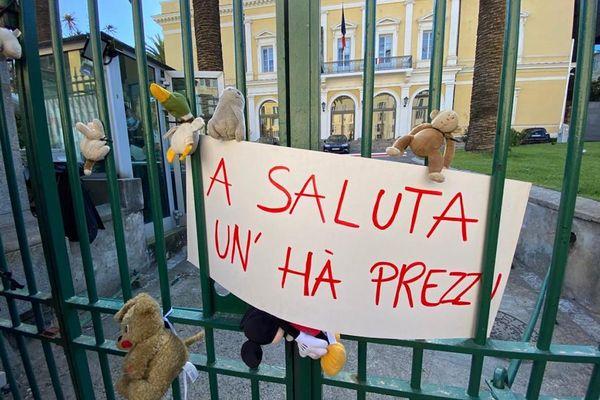 Une manifestation de l'association Inseme a eu lieu à Ajaccio, mercredi 5 mai, pour demander la prise en charge d'un second accompagnant pour les enfants malades contraints de se rendre sur le continent pour recevoir des soins.