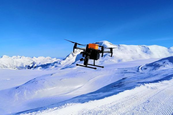 La star-up Nivitec travaille au développement d'un drone spécialisé dans le secours des victimes d'avalanches.