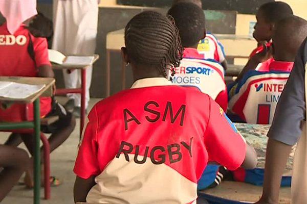 La Maison du rugby, outre des séances d'entraînement, donne des cours aux jeunes Sénégalais. 17 novembre 2017 - Dakar Sénégal
