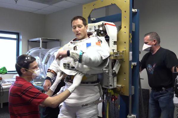 Novembre 2020- Thomas Pesquet aux USA en train de tester sa combinaison spatiale qui servira en 2021 lors de la prochaine mission à bord de l'ISS