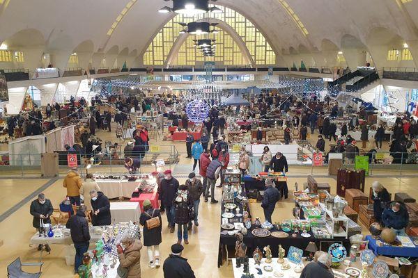 Au total, une cinquantaine d'exposants ont participé au marché aux puces du Boulingrin, pour une soixantaine en temps normal