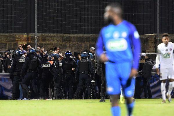 Les forces de l'ordre ont évacué les supporters toulousains.