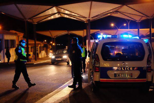 Les contrôles à la frontière espagnole sont renforcés après les attentats de Barcelone et Cambrils. Tous les départements limitrophes sont concernés.