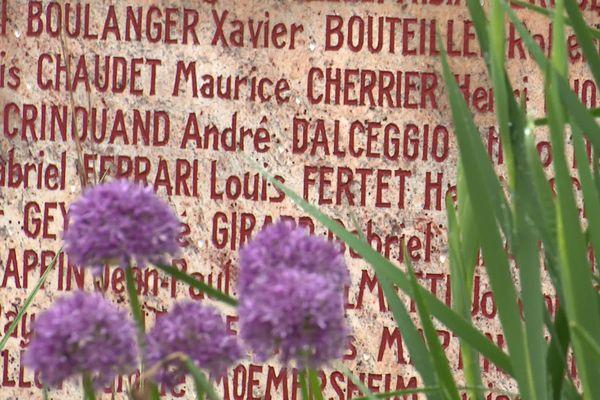Sur le monument des fusillés à la Citadelle, figurent des élèves de l'école nationale d'horlogerie de Besançon.