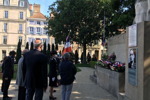 Cérémonie d'hommage à Troyes, place Jean Moulin, le 27 mai, à l'occasion de la Journée nationale de la Résistance