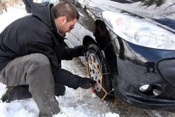 Les équipements spéciaux, les chaînes, sont obligatoires sur certaines routes catalanes, ce mardi 30 décembre 2014