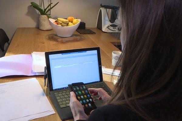 A Lons-le-Saunier, Séverine Monavon travaille depuis chez elle tous les vendredis