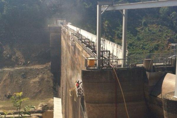 Guerlédan : une paroi de béton haute de 46 mètres et longue de 206 mètres