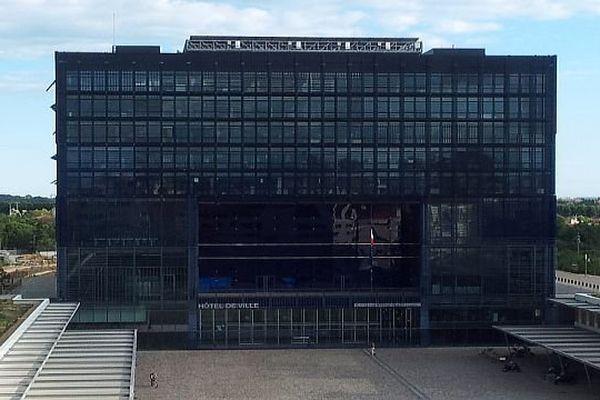 Montpellier - l'hôtel de ville et le parvis Georges Frêche - septembre 2013.