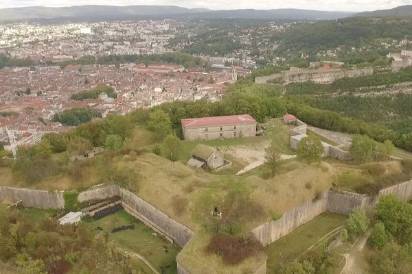 Le Fort de Chaudanne fait face à la Citadelle de Besançon