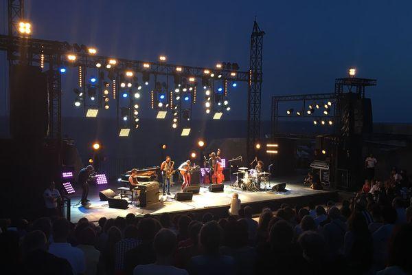 Makaya McCraven au festival Jazz à Sète en juillet 2019 au théâtre de la mer.