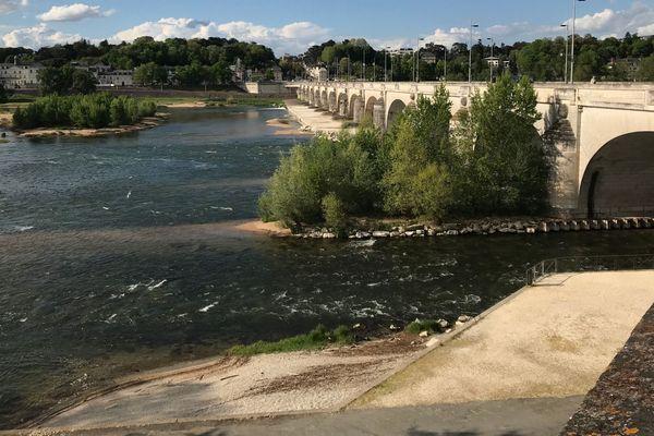 Les bords de Loire près du Pont Wilson à Tours