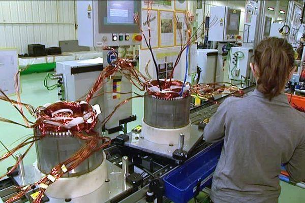 Archives- la fabrication de moteurs électriques à l'usine Renault de Cléon (Seine-Maritime)