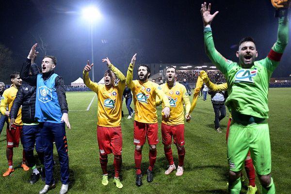 Les joueurs vitréens savourent leur victoire en fin de match contre Lyon Duchère AS en huitième de finale.