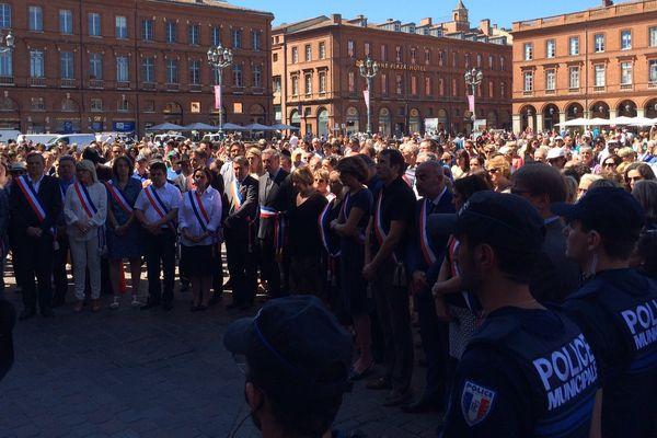 Plusieurs centaines de personnes se sont rassemblées au Capitole