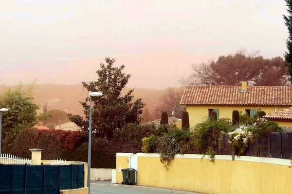 Le 8 avril dernier, les poussières de bauxite de l'usine Altéo ont pollué les habitations de Bouc-Bel-Air