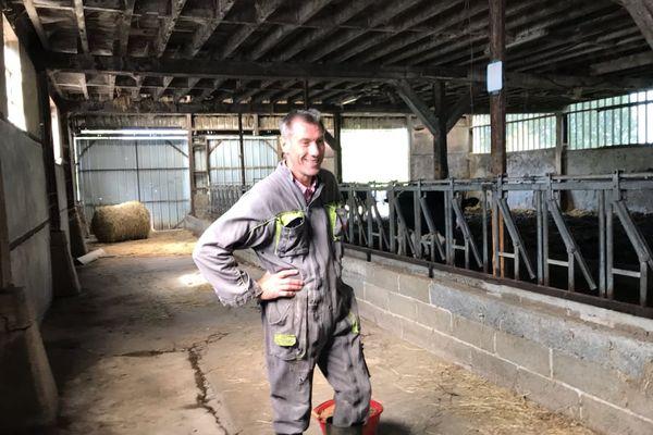"""""""On subit une fatigue physique plus importante, ce qui fait que dans les moments où c'est un peu plus difficile, on a un découragement qui nous interroge sur la pérennité de notre métier de producteur de lait"""", Philippe Marie"""