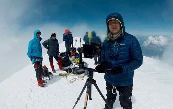 Bernard Tartinville et son équipe lors des prises de vue sur le Mont-Blanc