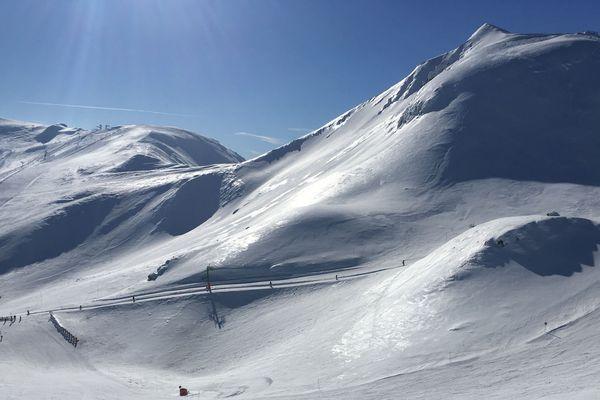 Durant les vacances scolaires de février, la station de ski du Mont-Dore, dans le Puy-de-Dôme, fait le plein de touristes.